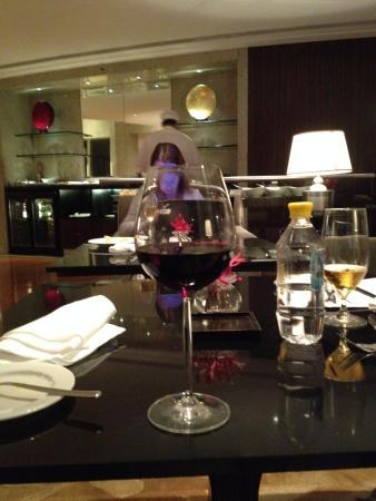 Hyatt Regency Mumbai: Happy hour in the club room