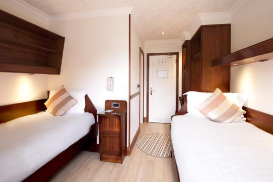 The Lodge @ Harveyu0027s Point: Cruise Ship Cabin Style Bedrooms   With Two  Single Beds