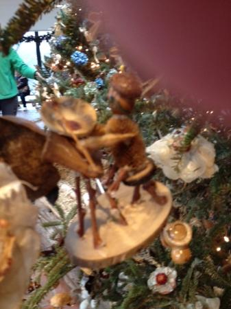 Pensilvania: Artist seed pod creation from Brandywine Museum Christmas tree