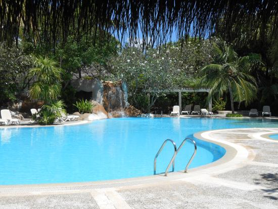 Kuramathi Island Resort: The Main Pool