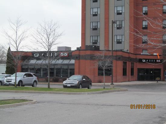 Holiday Inn & Suites - Ambassador Bridge: An outside view of Grill 55 restaurant.