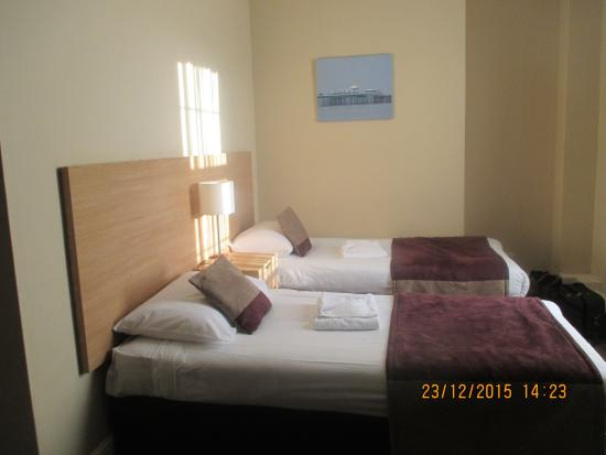 Bay Marine Hotel: Twin bed in room 122