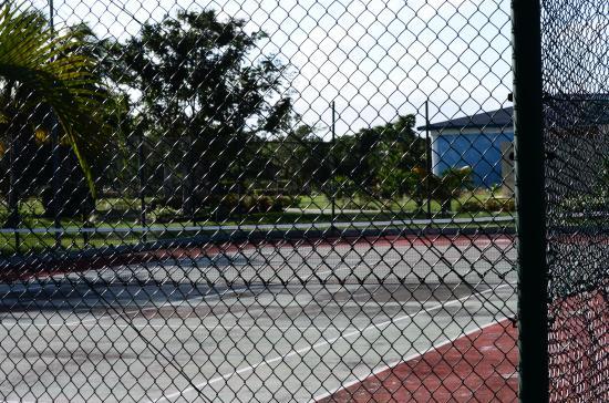 Terrain de tennis picture of blau costa verde beach for Dimension d un terrain de tennis
