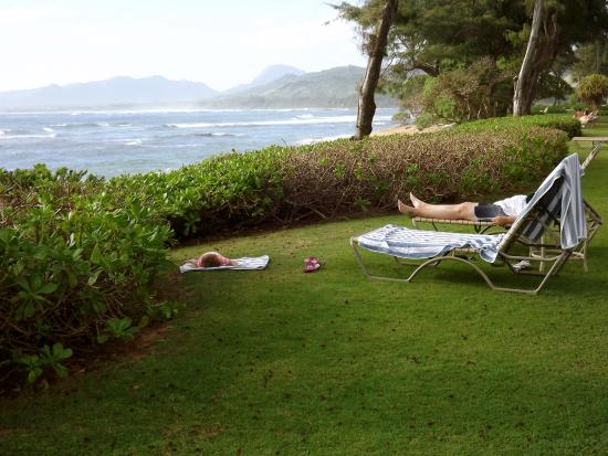 Kauai Coast Resort at the Beachboy: relaxing by the ocean