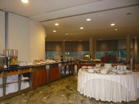 Santa Maria Hotel -- Fatima: Breakfast buffet area