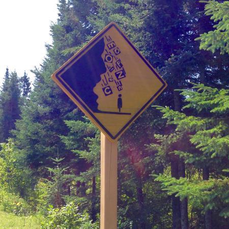 Le Petit Train du Nord Bike Path: sign warning of falling rock