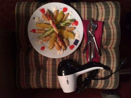 Amisos Hotel: Fruit platter with portable hair dryer
