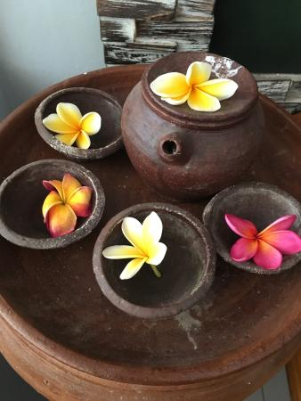 jaens spa ubud the spa decor frangipan flowers - Spa Decor