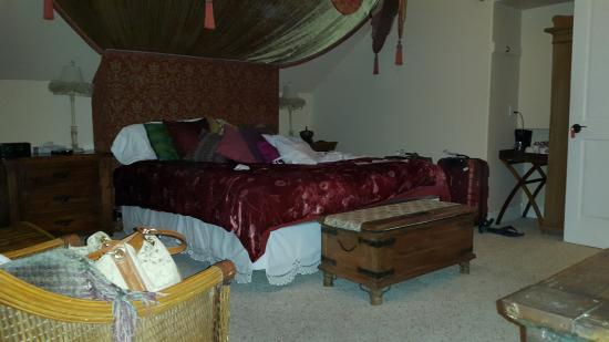 Bigfork, MT: Bedroom area,spacious,clean but basic