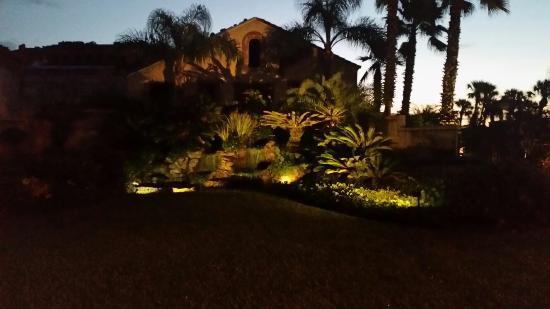 La Fiesta Ocean Inn & Suites: Early morning view of waterfall garden