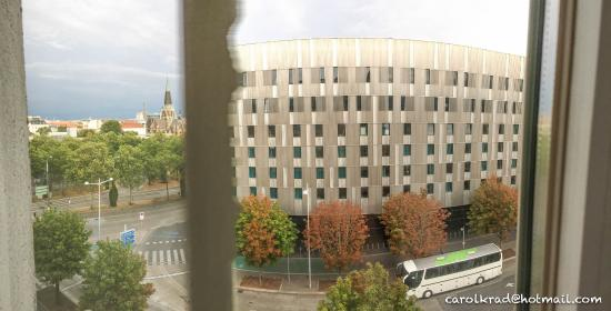 Hotel Mercure Wien Westbahnhof: Vistas a la estación de Viena
