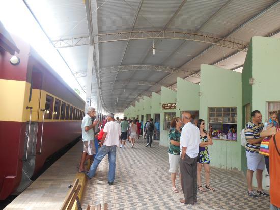 Soledade de Minas, MG: Na Estação Ferroviária, lojinhas de artesanato e comidinhas especiais aguardam os turistas.
