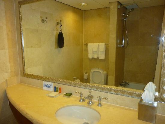 Ba o picture of hilton aruba caribbean resort casino for Bano beach resort