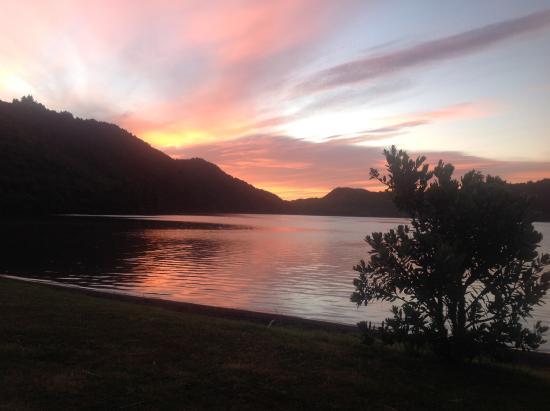 Lake Okareka DOC Campsite: Sunrise