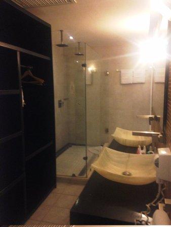 In Fashion Hotel Boutique: bathroom