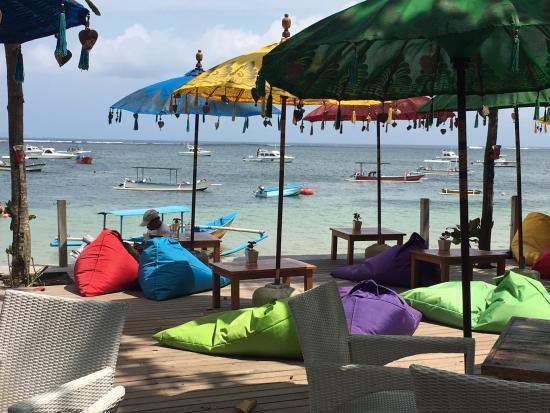 Parigata Villas Resort: Short walk to beach.