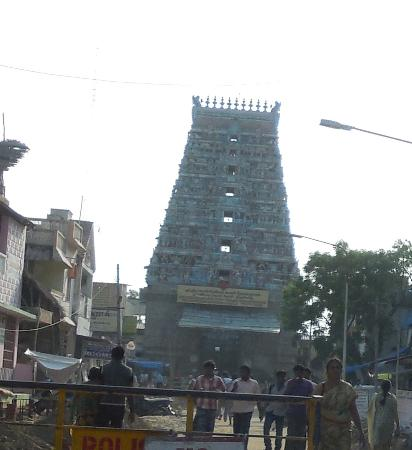 Thanjavur, India: Thirunallar Sani Sthalam