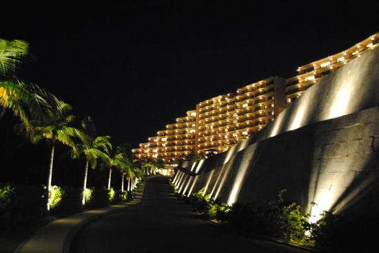 คาฟู รีสอร์ท ฟุชาคุ คอนโด โฮเต็ล: カフーリゾートフチャク コンド・ホテルの外観