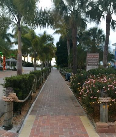 Tropical Beach Resorts: photo5.jpg