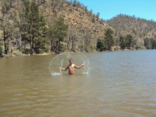 Tuggeranong, Australia: Refreshing swim at Pine Island
