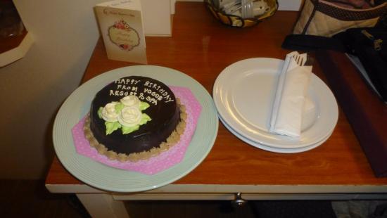 Vogue Resort & Spa: Surprise Birthday Cake