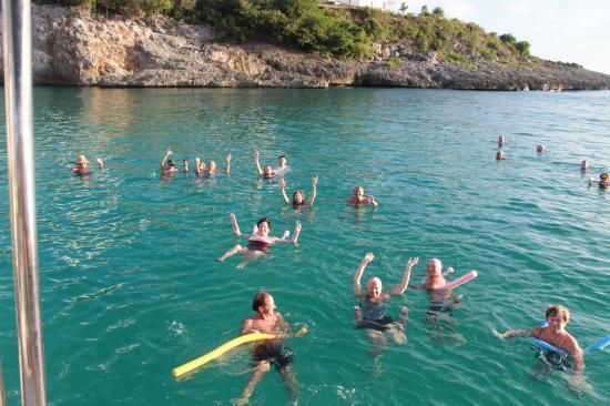 Κόλπος Simpson (Λιμνοθάλασσα), Άγιος Μαρτίνος: Happy Sailors