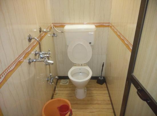 Hotel Cosmo: Bathroom