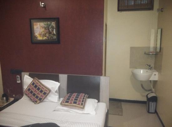 Hotel Cosmo: Room