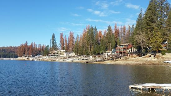 The Pines Resort: Lakefront adj to dining room