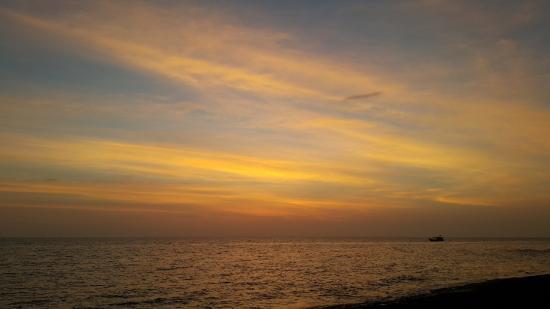 Mango Bay Resort: 일몰