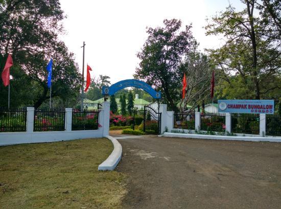 Champak Bungalow, Pachmarhi: Entrace