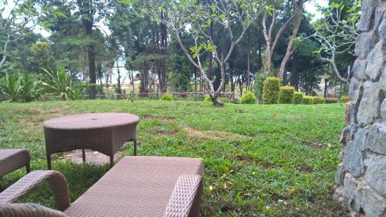 Bintan Lagoon Resort: Backyard facing the sea