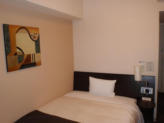 Hotel Route Inn Sendai Izumi Inter: シングルベットです。