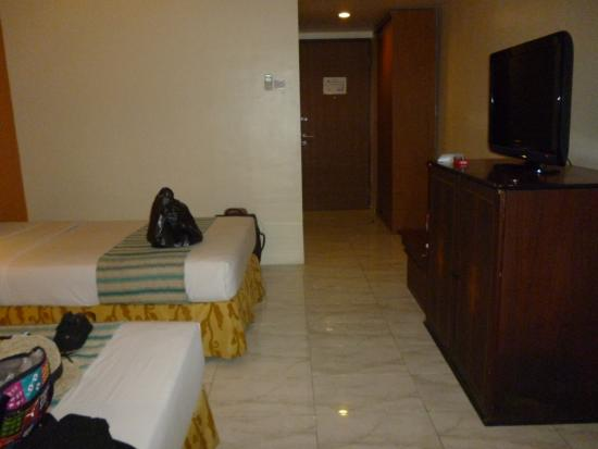 Kuta Station Hotel: Twin room - up stairs - not pool side - no balcony but good because of size