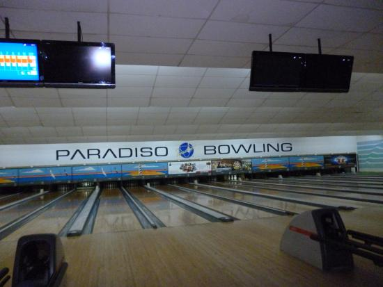 Kuta Station Hotel: Bowling next door - we were given vouchers for 2 free games