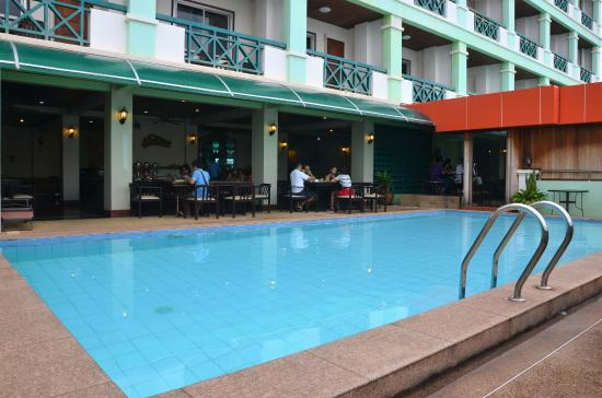 Vansana Riverside Hotel: piscine à l'étage avec vue sur le fleuve