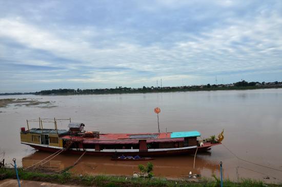 Vansana Riverside Hotel: Le fleuve et la Thaïlande de l'autre côté