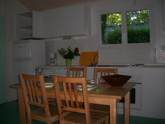 Cuisine chalet - Picture of Camping L\'Aquarelle Du Limousin, La ...