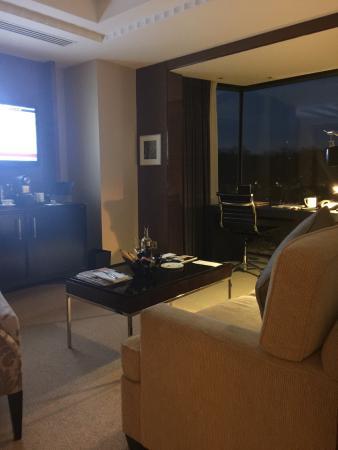 Four Seasons Hotel London at Park Lane: Living Room Mayfair Suite