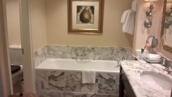 The Table Bay Hotel: Bathtub
