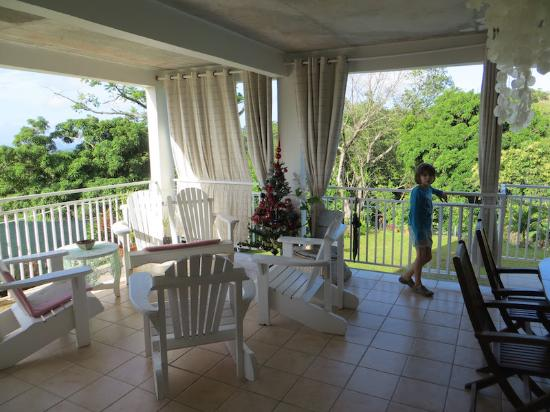 Riviere-Salee, مارتينيك: La grande terrasse en libre accès, elle surplombe la piscine