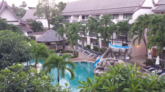 Centara Kata Resort Phuket: The poolarea outside our apartment