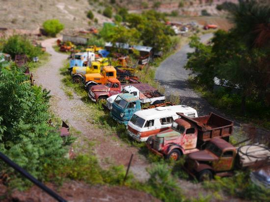 Jerome, AZ: Rows of cars down at the lower level