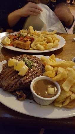 Aughrim, ไอร์แลนด์: Best steak and chips ever.