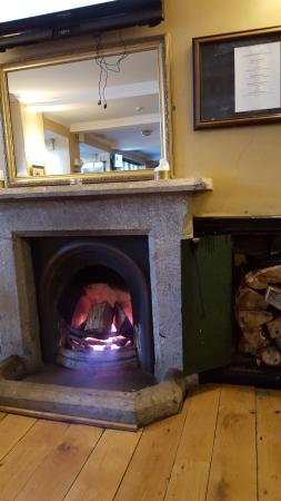 Aughrim, Irlanda: Fire on at breakfast time