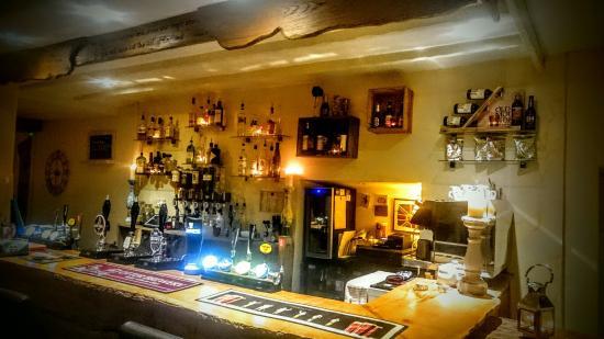 Uffculme, UK: Our fully stocked bar