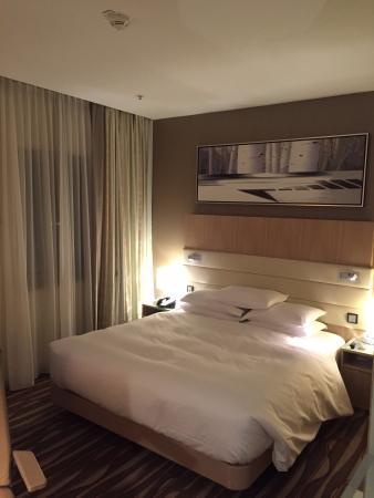 Hilton Frankfurt Airport Hotel  Sleeping Room   Bed. Sleeping Room   Bed   Picture of Hilton Frankfurt Airport Hotel