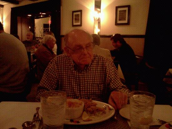Hatfield, Pensilvania: Dad happy with fried oysters.