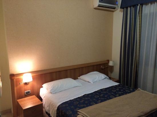 Duca degli Abruzzi Hotel: Il letto
