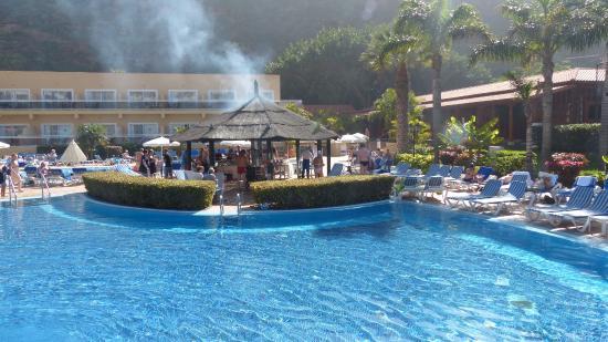 Barbecu am pool picture of sunlight bahia principe san felipe puerto de la cruz tripadvisor - Hotel san felipe tenerife puerto de la cruz ...
